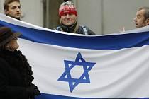 Lidé přišli vyjádřit odpor antisemitismu