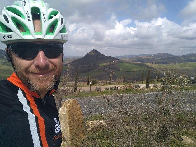 Jan Kavalír jezdí denně do práce přes dvě stě kilometrů