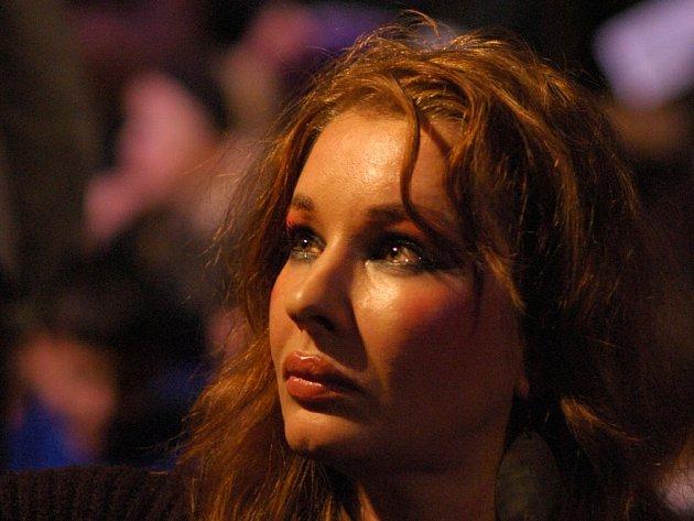 NATACHA ATLAS. Zpěvačka s arabskými kořeny nabídne v pražském Lucerna Music Baru výjimečný akustický koncert.