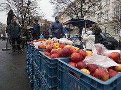 Trh na náměstí Jiřího z Poděbrad. Ilustrační foto.