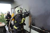 Padesátitisícovou škodu si ve čtvrtek vyžádal požár v opuštěném a neudržovaném domě v dejvické ulici Na Pernikářce, který pražští hasiči ze stanice na Petřinách vyráželi likvidovat deset minut před desátou.