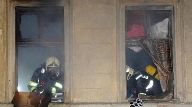 Požár opuštěné budovy v ulici Na Proseku v Praze 9.