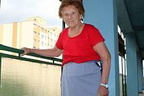 """ŠKODA KAŽDÉ RÁNY, KTERÁ PADLA VEDLE. Osmapadesátiletá Marie Bartůňková byla odmalička zvyklá na statku tvrdě pracovat. """"Musela jsem se o všechno postarat. A když jsem to neudělala, tak byla rána tam a tam."""