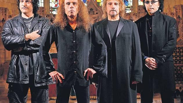 OTCOVÉ HEAVY METALU. Druhá nejvýznamnější sestava legendárních Black Sabbath, přejmenovaná kvůli hrozícím právním tahanicím na Heaven and Hell, vystoupí dnes v pražské T-Mobile Areně.