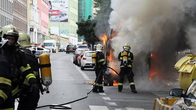 Tři požáry aut.