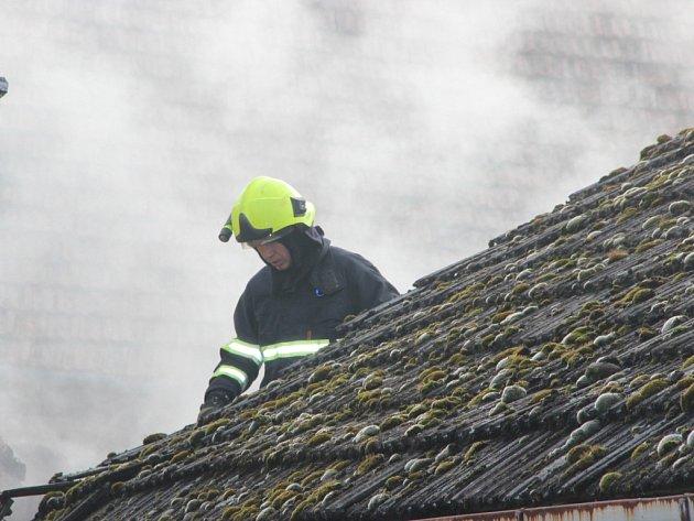 Požár střechy. Ilustrační foto.