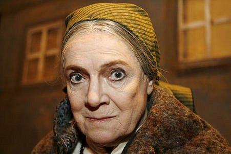 Herečka Vlasta Chramostová v roli Babičky, kterou hrála pod režijním vedením Jana Antonína Pitínského na prknech Národního divadla v Praze v sezoně 2007/2008.