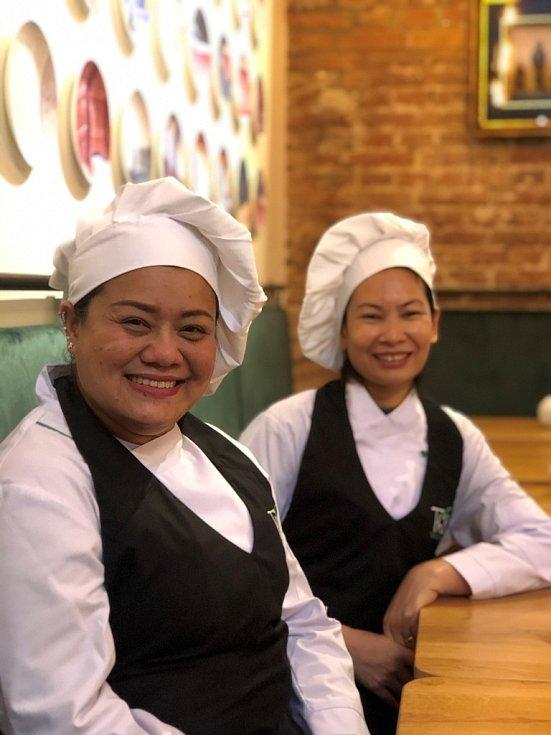 Kuchařky restaurace Thai Station.