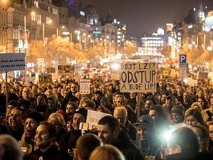 Demonstrace proti Babišovi (ANO) kvůli Čapímu hnízdu