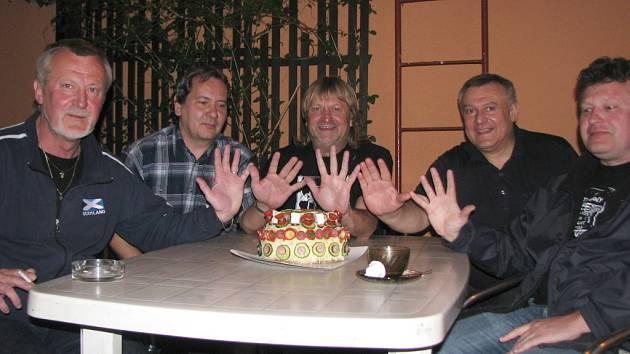 Hulínská kapela Nebo co slaví 25. výročí.