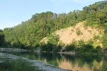 Po letech zrušily úřady zákaz koupání v lomu v Kurovicích. V současné době je lom návštěvníkům přístupný za dvacetikorunový poplatek.
