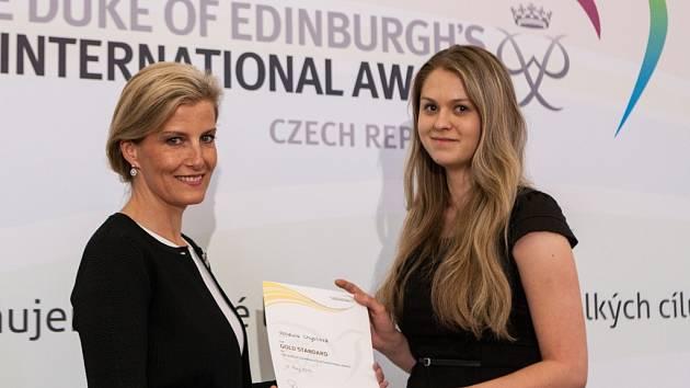 Na slavnostním večeru v Praze koncem května převzala Vendula Chytilová z Bystřice pod Hostýnem zlatý certifikát Mezinárodní ceny vévody z Edinburghu od hraběnky Sofie z Wessexu.