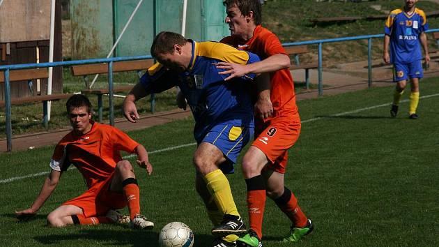 Rezerva Žalkovic (v modrém) doma nečekaně obrala o dva body Komárno.