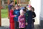Mateřská škola Bezručova v Kolíně vysadila v rámci Noci s Andersenem Pohádkovník Andersenův.