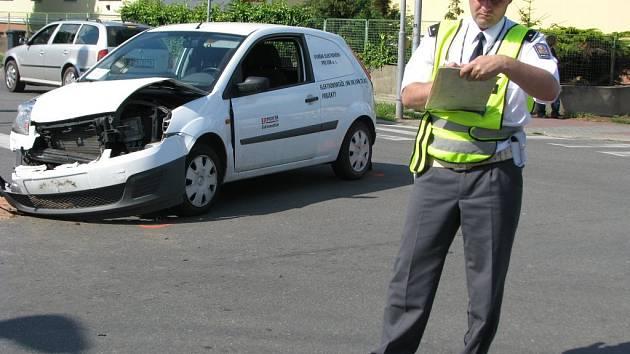 Ve středu 17. června 2009 se po patnácté hodině stala dopravní nehoda na frekventované křižovatce ulic Obvodová, Moravská, Kotojedská. Srazilo se tam osobní auto s autobusem. Dopravu řídili policisté. Tvořily se kolony