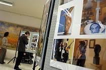 V kroměřížském Domě kultury vystavuje své fotografie až do konce ledna Vladimír Izák.
