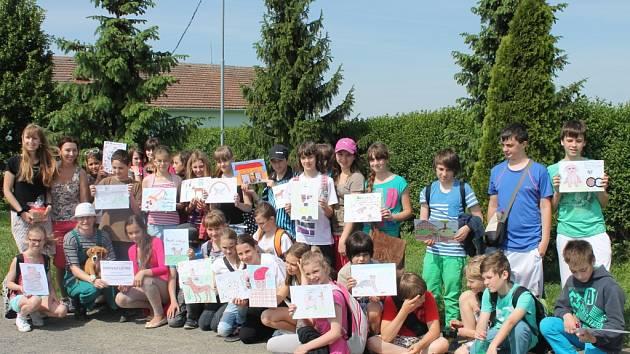 Děti ze základní školy U Sýpek ve sbírce pro městský útulek Čápka vybrali skoro pět tisíc korun.