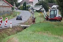 U Uhřic opravují silnici, řidiče zdrží semafor či objížďka