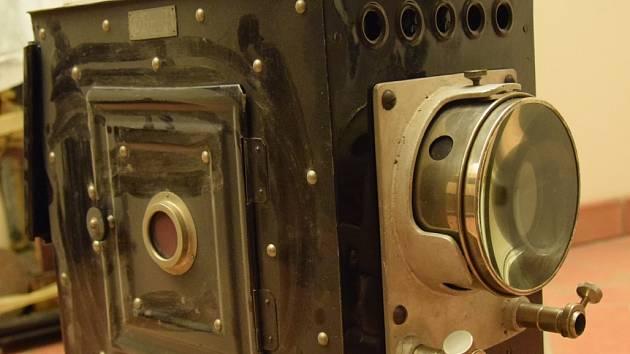Technický skvost: plechový promítací přístroj z 20. let.