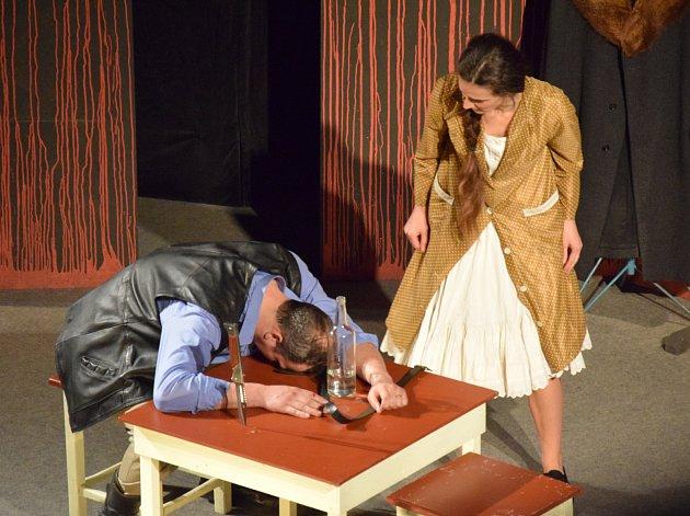 Premiéru klasického českého dramatu Maryša bratří Mrštíků odehráli první dubnovou sobotu holešovští ochotníci.