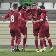 lČeští fotbaloví reprezentanti do devatenácti let na stadionu třetiligové Kroměříže v kvalifikaci na mistrovství Evropy porazili Makedonii 2:1 a s předstihem si zajistili postup z úvodní do elitní fáze