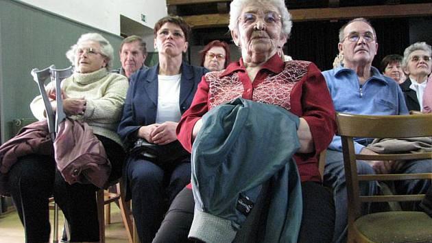 V kroměřížském Klubu Starý pivovar se v úterý 23. března 2010 konala výroční členská schůze Centra pro seniory Zachar. V programu vystoupil i dívčí pěvecký sbor střední pedagogické školy.