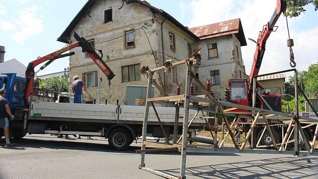 Oprava trafostanice poničené bouřkou ve Zdislavicích