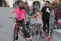 Žáci kroměřížských základních škol oslavili ve čtvrtek odpoledne Den bez aut: soutěžili na kole i v dovednostech.