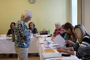 Olga Sehnalová odvolila ve volebním okrsku č. 6 v Kroměříž.