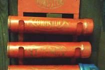 Historický hasicí přístroj je starý zhruba osmdesát let, podle odborníků má cenu nejméně šest tisíc korun.