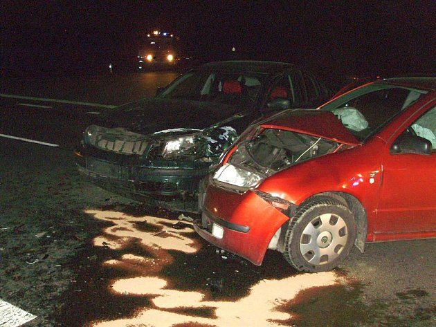 K dopravní nehodě dvou osobních auta zn. Š Fabia (SK) a VW Passat došlo u Střílek.