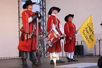 2. Středověké slavnosti v Kroměříži. Ukázku historického šermu předvedli Biskupští manové