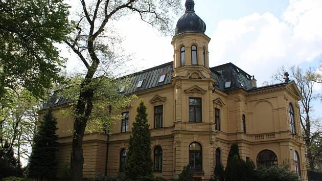Pseudorenesanční vilu nazývanou Nový zámek nechali ve Zborovicích vystavět jejich tehdejší majitelé Friessové v areálu tamního barokního zámku. Dnes budova slouží jako domov pro osoby se zdravotním postižením.