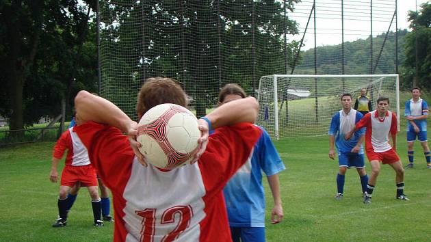 Fotbalisté Rataj doma ze sedmi zápasů čtyři vyhráli a třikrát remizovali.