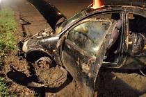 Mladá řidička havarovala do pole nedaleko Bílan.