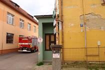 Požár ubytovny musely v pátek 29. května odpoledne likvidovat tři jednotky hasičů v Kroměříži.