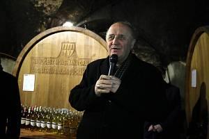 Žehnání  Arcibiskupského  Zámeckého vína v Kroměříži.Arcibiskup Jan Graubner.