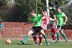Fotbalisté Hulína (v červeno-bílých dresech) porazili ve 21. kole MSFL Vrchovinu 3:1.