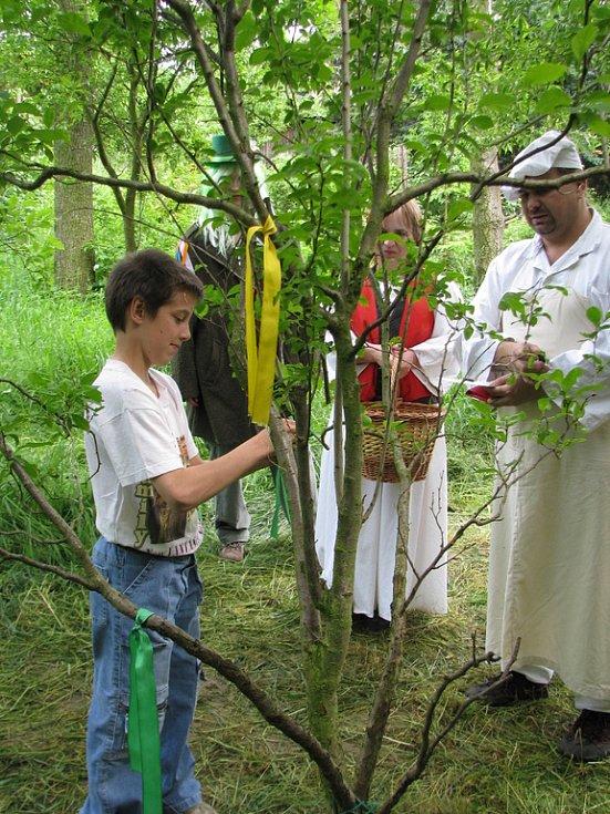 V obci Bařice se 24. 5. 2008 konal osmý ročník akce nazvané Pohádkový les.
