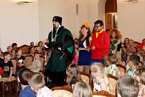Na zámku v Holešově pasovali žáky prvních tříd na čtenáře.