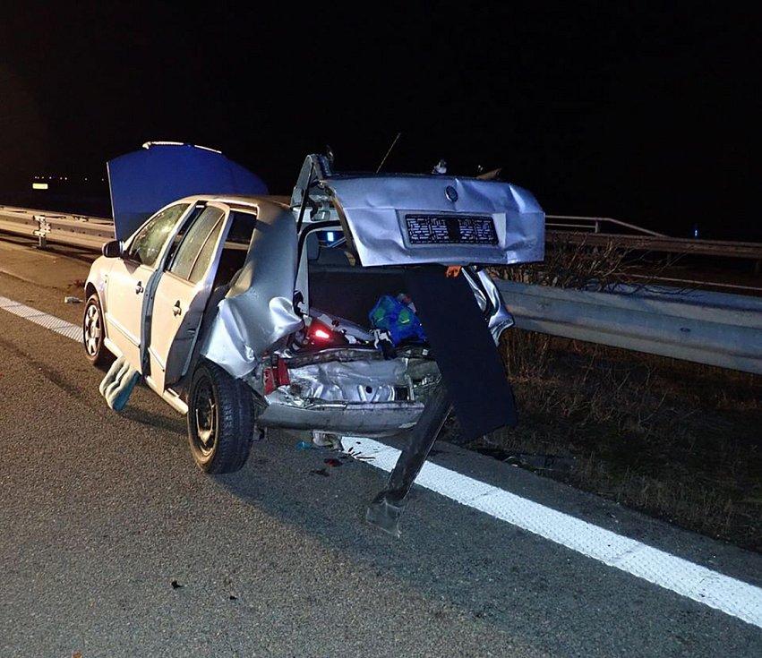 Nehoda dvou aut na D1 u Kojetína.