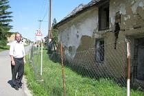 Už několik let trápí obyvatele Šelešovic ruina, která sousedí s domem bývalého hostinství. Zchátralou stavbu nechce majitelka objektu nechat zbourat. Obec jakožto spoluvlastník ji chce ale nechat strhnout, ohrožuje totiž lidi.