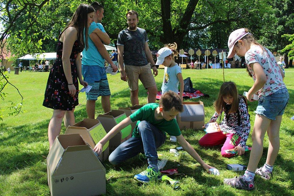 ZÁBAVNÉ HRY. Děti soutěžily v poznávání zvířátek, vyplňovaly kvíz a ukázaly, že umí třídit odpad.