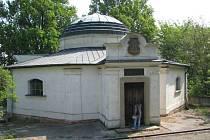 Hrobka rakouské spisovatelky píšící v Českých zemích, která pocházela ze Zdislavic a byla nazývána rakouskou Boženou Němcovou.