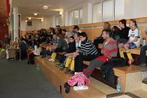 Na šestém ročníku Mikulášského turnaje dívek v kopané se v sobotu v Holešově nejen soutěžilo, ale i pomáhalo potřebným.