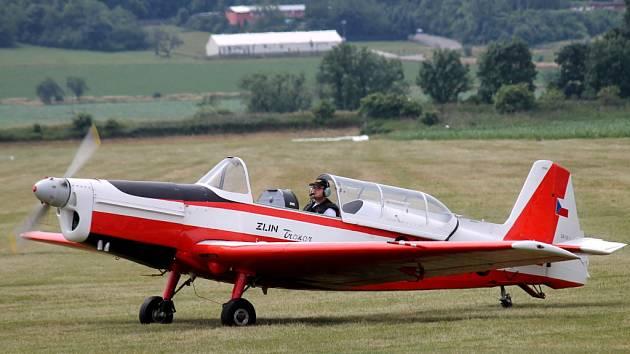 Na kroměřížském letišti se koná Mistrovství republiky v letecké akrobacii.