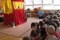 V Mateřské škole Kollárova předvedli 10. listopadu 2010 herci divadlo zaměřené na výchovu k ekologii.