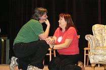 Členové Divadelního spolku Kroměříž pilně nacvičují hru Manželské vraždění, se kterou by měli poprvé vystoupit 29. 2. 2008.