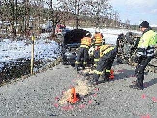 Nehoda dvou automobilů zablokovala silnici