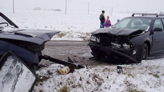 Čelní střet dvou automobilů u Žeranovic.